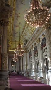 El Salón Dorado, paseo y postureo en los entreactos.